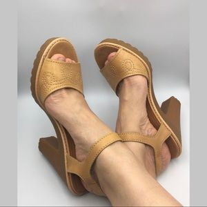 Marc by Marc Jacobs Tan leather platform heels